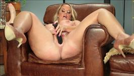 Curvy Casting Couch 2